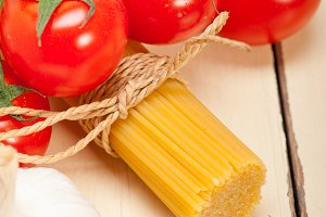 Italian simple tomato pasta ingredients 062.jpg