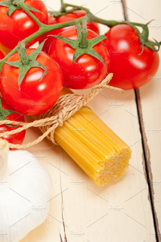 Italian simple tomato pasta ingredients 062.jpg - Food & Drink