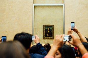 Tourists and the Mona Lisa