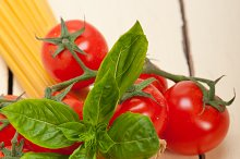 Italian tomato and basil pasta ingredients 002.jpg