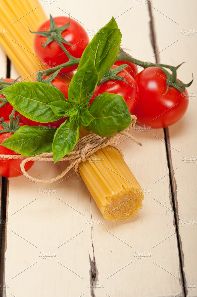 Italian tomato and basil pasta ingredients 002.jpg - Food & Drink