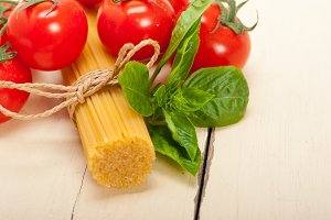 Italian tomato and basil pasta ingredients 001.jpg