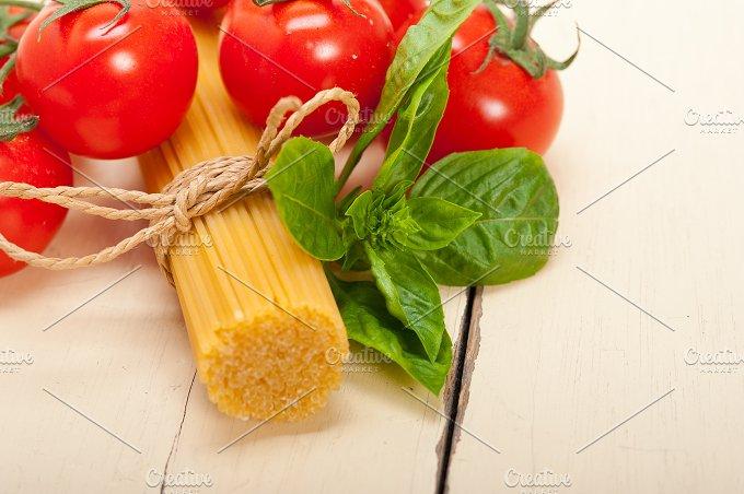 Italian tomato and basil pasta ingredients 001.jpg - Food & Drink