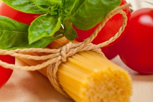 Italian tomato and basil pasta ingredients 004.jpg