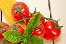 Italian tomato and basil pasta ingredients 003.jpg