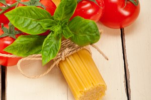 Italian tomato and basil pasta ingredients 003.jpg