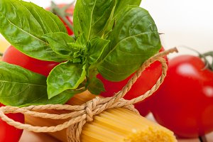 Italian tomato and basil pasta ingredients 005.jpg