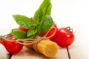 Italian tomato and basil pasta ingredients 006.jpg
