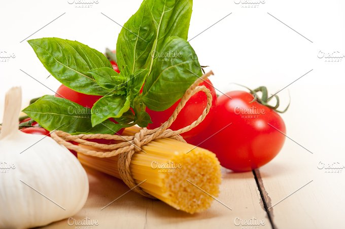 Italian tomato and basil pasta ingredients 007.jpg - Food & Drink