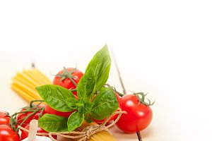 Italian tomato and basil pasta ingredients 009.jpg