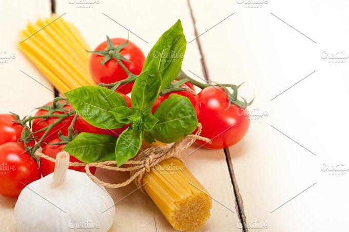 Italian tomato and basil pasta ingredients 010.jpg - Food & Drink