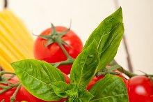 Italian tomato and basil pasta ingredients 012.jpg