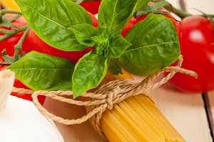 Italian tomato and basil pasta ingredients 012.jpg