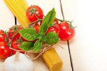 Italian tomato and basil pasta ingredients 011.jpg