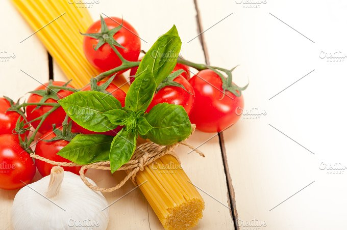 Italian tomato and basil pasta ingredients 011.jpg - Food & Drink