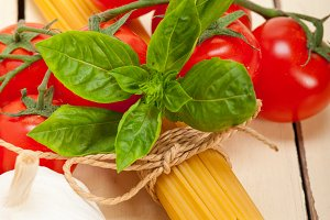Italian tomato and basil pasta ingredients 013.jpg