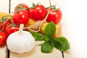 Italian tomato and basil pasta ingredients 016.jpg