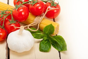 Italian tomato and basil pasta ingredients 017.jpg