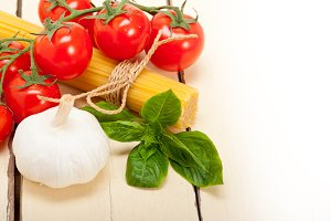 Italian tomato and basil pasta ingredients 018.jpg