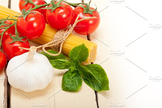 Italian tomato and basil pasta ingredients 018.jpg - Food & Drink