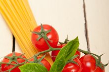 Italian tomato and basil pasta ingredients 014.jpg