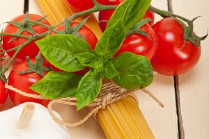 Italian tomato and basil pasta ingredients 014.jpg