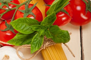 Italian tomato and basil pasta ingredients 015.jpg