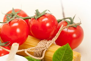 Italian tomato and basil pasta ingredients 020.jpg