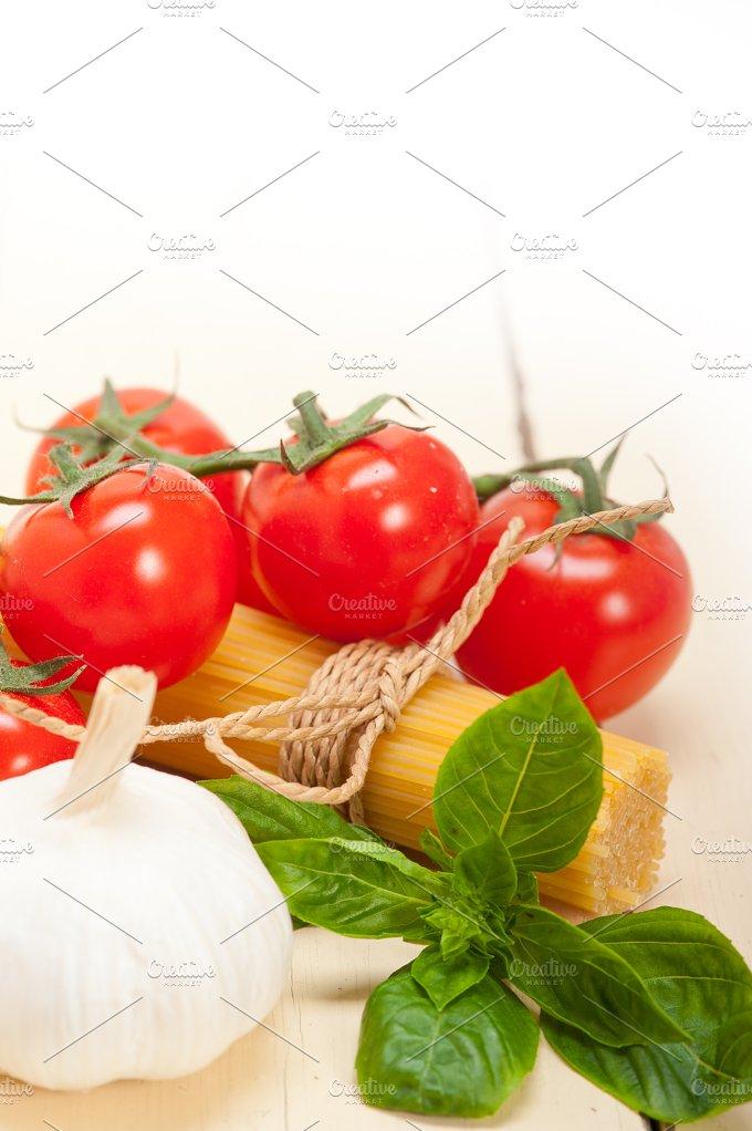 Italian tomato and basil pasta ingredients 020.jpg - Food & Drink