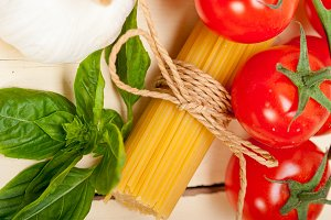 Italian tomato and basil pasta ingredients 023.jpg