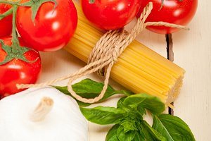 Italian tomato and basil pasta ingredients 022.jpg