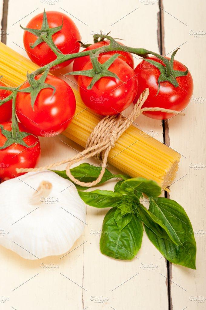 Italian tomato and basil pasta ingredients 022.jpg - Food & Drink