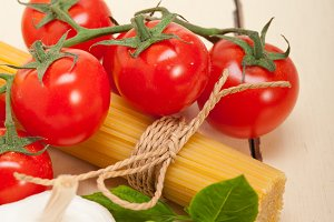 Italian tomato and basil pasta ingredients 021.jpg