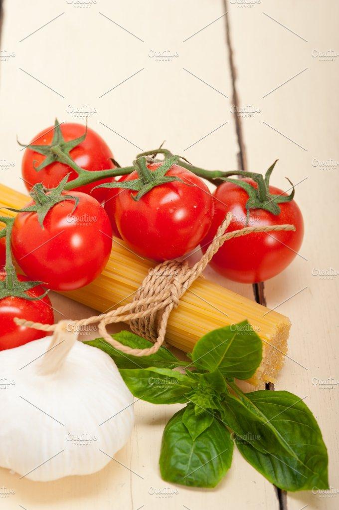 Italian tomato and basil pasta ingredients 021.jpg - Food & Drink