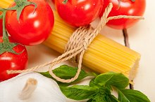 Italian tomato and basil pasta ingredients 024.jpg