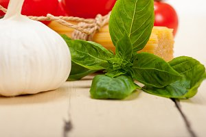 Italian tomato and basil pasta ingredients 025.jpg