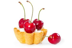 Tartlet with fresh cherries