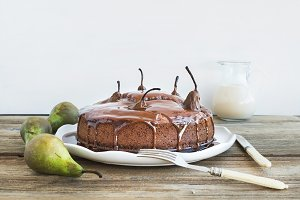 Pear, ginger and honey cake