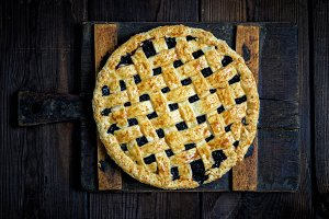 baked whole black currant pie