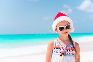 Adorable little girl in Santa hat du
