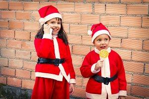 children dressed as Santa Claus talk
