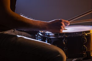 man playing the snare drum