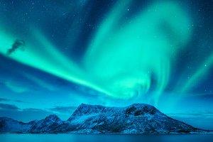 Aurora borealis above the mountains