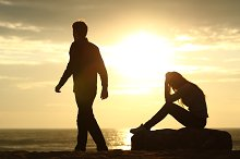 Couple silhouette breaking up a relation.jpg