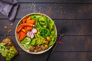 Salad with bked vegetables