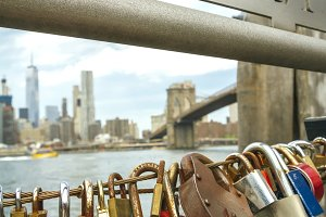 Love locks in fence with Brooklyn Br
