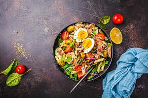 Tuna salad with pasta, olives