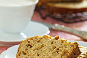 Apple pound cake with coffee