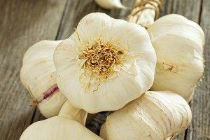 Raw garlic heads