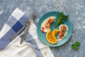 Fried scallops with orange, sauce